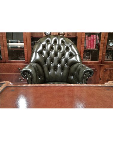 Directors Swivel Traditional English Leather Chesterfield Chair